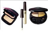 un <b>se de cosmetice Shiseido</b>