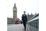 o excursie la Londra, 5 x cronograful Revue Thommen Airspeed, 7 x DVD player portabil PD9005, 10 x Nikon COOLPIX S8000, 30 x Fotocarte CEWE, 100 x pachet Tchibo Exclusive Origins