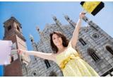 o excursie la Milano + 500 EUR bani de cheltuiala