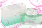 un parfum Escada Signature (50 ml), un Mascara intelligent, un Tus de ochi, un Creion contur ochi, un Creion contur buze, un Lac de unghii 10 ml<br />