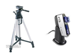 un trepied Giottos VT809, un kit de curatare Giottos CL1001, un cititor de card SanDisk ImageMate