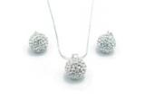 1 x set din argint cu cristale Swarovski, 2 x bijuterii sau accesorii fantezie oferite de catre Roma Accessories