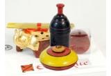 3 x set Exotique(2 recipiente din lemn de mango + 10 betigase parfumate + un voucher reducere de 50 lei SAU o lumanare + o sapuniera in forma de elefantel + 10 betigase parfumate + un voucher de reducere de 50 lei)