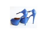 1 x pereche de pantofi Magdoll, 1 x pereche de sandale peep-toe de un albastru electric semnate Lust of Creation