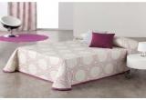 1 x cuvertura de pat Nataly, 1 x 2 perne decorative, 1 x un set de magneti decorativi