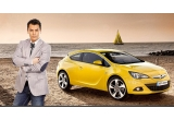1 x autoturism Opel GTC Astra, 1 x telefon Nokia Lumia 900, 38 x premiu constand in tricou Opel + mouse Opel, 17 x rucsac Samsonite, 8 x pachet formate din telefon Nokia 610 + o pereche de manusi de condus, 2 x pachet format din telefon Nokia 610 + rucsac Samsonite + pereche de manusi pentru condus