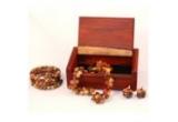 """o cutie de bijuterii, o pereche de cercei, o bratara, un colier <br type=""""_moz"""" />"""