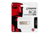 1 x un stick de memorie de 8GB