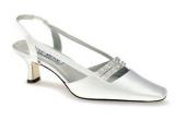 1 x o pereche de pantofi delicati, oferiti de magazinul Ivory