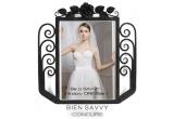 1 x o pereche de manusi BIEN SAVVY + dreptul de a pune in aplicare conceptul de vitrina, realizand astfel vitrina pentru urmatorul eveniment BIEN SAVVY Here Comes the Dress! Exclusive Bridal Sale