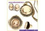 1 x un premiu vintage-elegant, format din pandantiv cercei + inel care se deschide