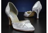 1 x o pereche de pantofi de mireasa