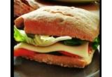 3 x cos de picnic plin cu produse de la Hochland