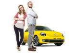 1 x masina Volskwagen Beetle, 1 x scuter Piaggio Vespa model LX2t, 5 x weekend pentru doua persoane intr-un oras din Romania + 400 euro bani de cheltuiala, 2 x iPhone 5, 3 x iPad 4