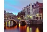 1 x city break la Amsterdam, 100 x bax de bere URSUS Cooler, 50 x invitatie dubla la TheMission, 50 x abonament dublu la festivalulPeninsula