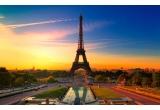 4 x excursie de 7 nopti pentru o persoana in Paris, 56 x laptop ultrasubtire, 350 x perie rotative, 50 x camera foto, 32 x smartphone, 1.500 x esarfa, 1.500 x cercei Kinga Varga cu cristale Swarovski
