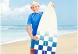 """1 x excursie la mare impreuna cu alti 4 prieteni, 1 x iPad 16 GB Wi-Fi cu autografele personajelor din filmul Teen Beach Movie (Plaja Adolescentilor), 10 x trusa de vacanta """"Plaja Adolescentilor"""""""