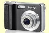 Un aparat foto digital, o pereche de casti wireless, un USB Stick<br />