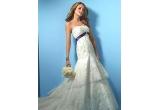 o rochie de mireasa la alegere, oferita de Decosta din colectia Alfred Angelo<br />