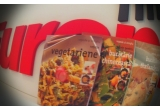 1 x pachet format din trei carti care contin zeci de retete vegetariene + thailandeze + chinezesti
