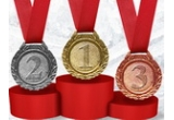 1 x medalia de aur + rambursarea cash 100% din valoarea comenzii, 1 x medalia de argint + rambursarea cash 75% din valoarea comenzii, 1 x medalia de bronz + rambursarea cash 50% din valoarea comenzii