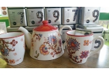 1 x set compus din un ceainic + 2 cani + 50 de retete de ceai