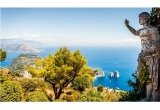 1 x excursie de doua persoane in Insula Capri, 40 x invitatie VIP la petrecerile din Casa di Peroni Mamaia