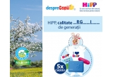 5 x martisor HiPP hand-made (cu magnet) + tricou HiPP bebe (pentru 9 luni) din bumbac 100% organic + 2 perechi de sosete HiPP (marimea 18 – de la 6 luni) + cutie de depozitare gustare HiPP + carte de colorat HiPP + ascutitoare HiPP + cutie creioane de colorat + set de lingurite HiPP + baveta HiPP + brosura calitate organica HiPP + flyer HiPP 60 de ani