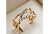 un vocher in valoare de 1.400 Ron pentru achizitionarea unei bijuterii cu diamant oferit de magazinul Haxburry, fiecare participant la concurs va primi un voucher cu reducere de 10-15% ce poate fi revendicat din magazinul Haxburry.<br />