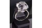 un vocher in valoare de 1.500 Ron pentru achizitionarea unei bijuterii cu diamant oferit de magazinul Haxburry, fiecare participant la concurs va primi un voucher cu reducere de 10 % ce poate fi revendicat din magazinul Haxburry.<br />