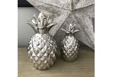 1 x Rochia Monocrom, 1 x Geanta din piele cu capse și curea colorata, 1 x Decorațiune Ananas