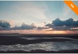1 x 2 bilete de avion Economy Class la Amsterdam + plimbare cu barca all inclusive cu Rederij Vooruit pe Marea Wadden + 2 bilete de intrare la Muzeul Rijksmuseum + Cina sau masa de pranz pentru doi la noul restaurant Blue by Michelin al lui chef Joris Bijdendijk din KLM Crown Lounge de la Aeroportul Schiphol
