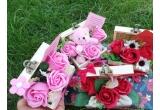 1 x premiu format din cutie cu trandafiri realizați din sapun + articol pe pagina + cadou magic + coronița cu floarea-soarelui