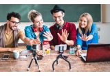 3 x kit de vlogging format dintr-un iPhone 12 Pro + trepied cu selfiestick, 25 x voucher Carrefour de 150 lei, 10 x laptop de 1.399 Lei, 5 x kit de vlogging format dintr-o camera video + tripod, 20 x kit de vlogging format dintr-un microfon cu brat articulat + set multifunctional (lampa led + 3 suporturi pentru telefon), 15 x kit de vlogging format dintr-un DJI Osmo Pocket + card cadou Samsung Evo select 64GB + colorful skins, 5 x kit de vlogging format dintr-un Suport Telefon + Microfon Boya + Lanterna Led, 23 x lampa led, 40 x kit de vlogging format dintr-un selfie ring + trepied telescopic/suport telefon