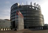 "o excursie la Parlamentul European din Strasbourg, doua stagii de o saptamana la Institutul European Romania, doua stagii de o saptamana la Euractiv Romania, o camera foto<br type=""_moz"" />"
