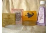 un sapun cu morcov si galbenele, un sapun cu miere si tarate, un sapun cu extract de portocala si scortisoara, un sapun cu menta
