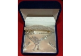 un set de bijuterii cu cristale Swarovski