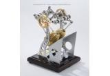 un motor in miniatura ,perfect functional, ce foloseste principiul Stirling de functionare