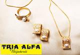 "<b>13 seturi de bijuterii </b>oferite de <a href=""http://www.tria-alfa.ro/"" target=""_blank"" rel=""nofollow"">Tria Alfa</a><br />"